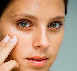 Волосы под глазами: причины и как их убрать