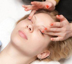 Мешки под глазами массаж убирает