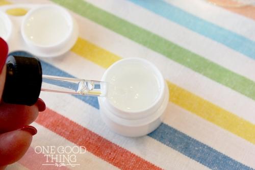 для бальзама для губ можно взять 3-4 капли масла лаванды