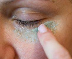 Бадяга под глаза: как использовать?