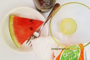 арбуз и оливковое масло вокруг глаз