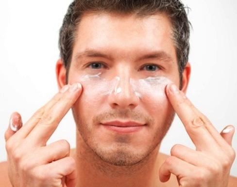 Как мужчине избавиться от морщин под глазами?