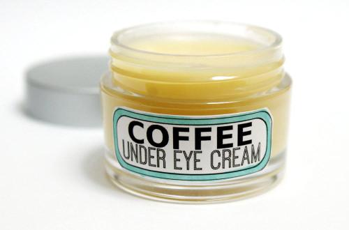 Рецепт от опухших глаз: кофейный крем