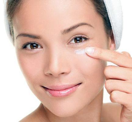 3 рецепта домашних кремов для области вокруг глаз