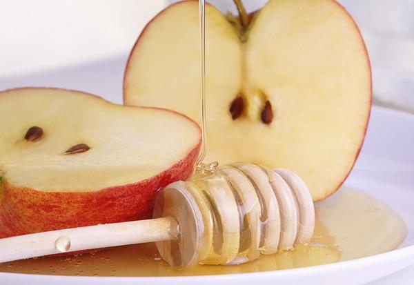 Как использовать яблоки для кожи вокруг глаз?