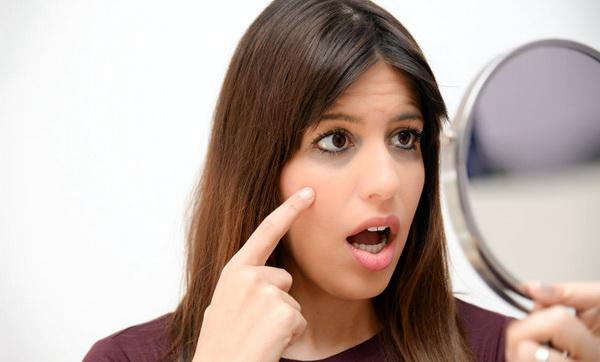 Что делать, если болит глаз под верхним веком?
