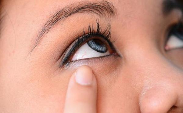 как быстро убрать отеки под глазами