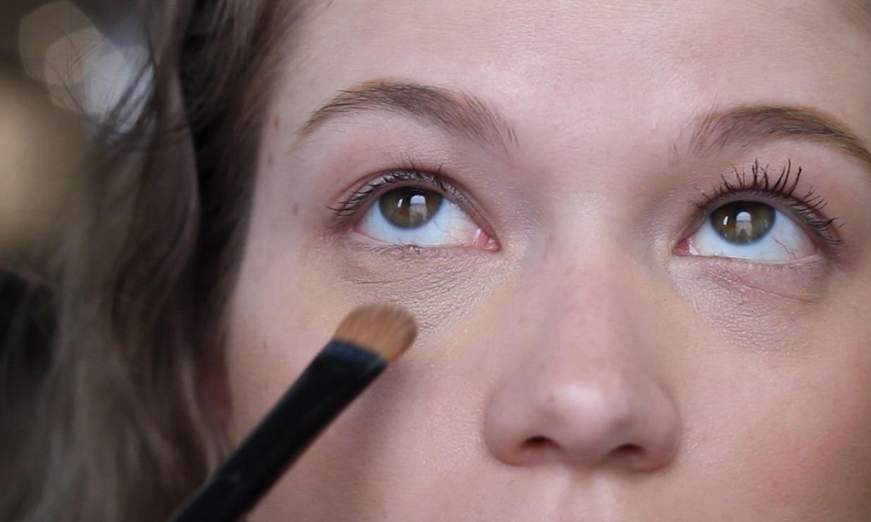 Как замаскировать мешки под глазами: пошаговый урок