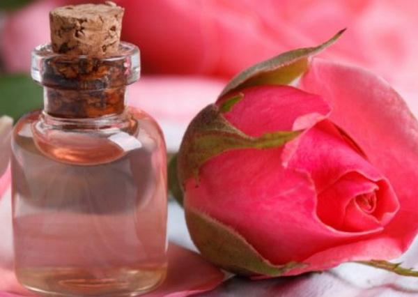 Розовая вода для кожи глаз