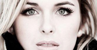цвет волос для серых глаз