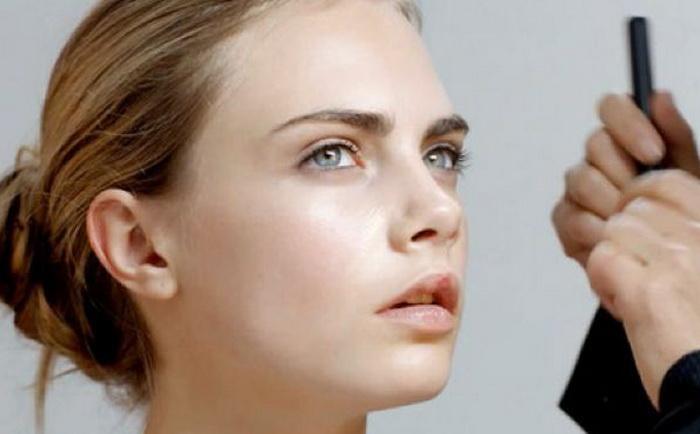 Модель на макияже