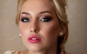 Яркий макияж для блондинки