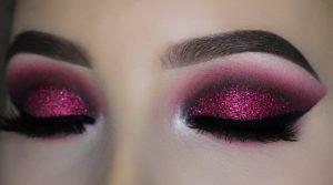 Яркий макияж с блестками