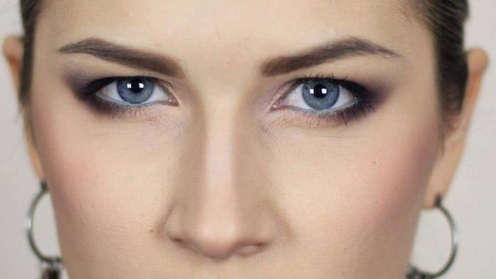 Как с помощью макияжа нависшего века сделать взгляд легче и моложе?