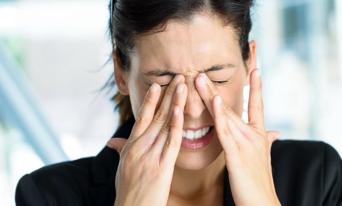 Болят глаза что закапать