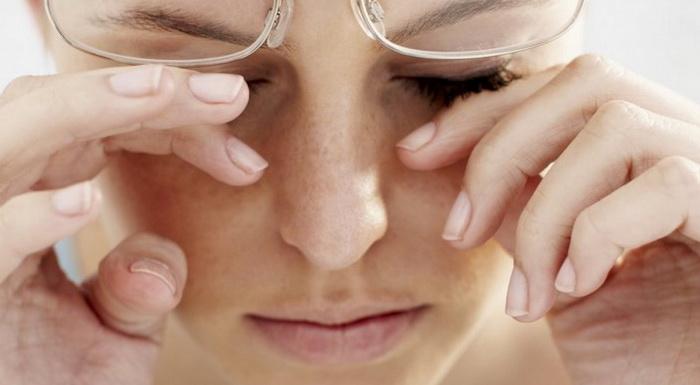 Как выбирать глазные капли, которые помогут от боли и рези?