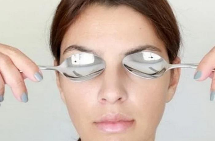 Массаж ложками - популярный метод снять отеки с глаз