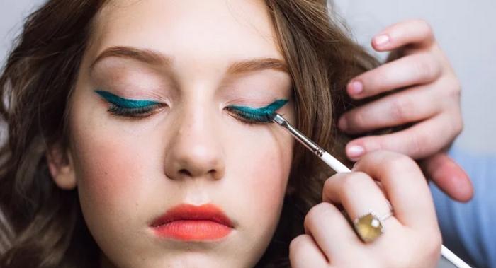 Стрелки в макияже — 5 трендов 2020 года