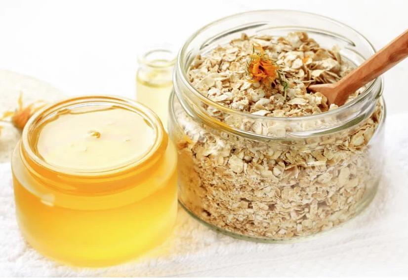 Мёд традиционно используется для разглаживания морщин