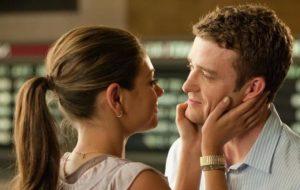 Влюбленные обычно открыто смотрят в глаза друг другу