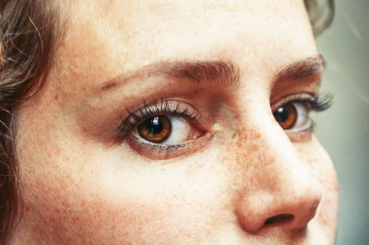 19 лучших упражнений и массажей от гусиных лапок вокруг глаз