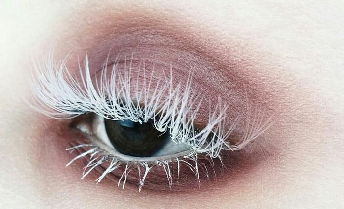 10 причин, почему побелели ресницы на одном или обеих глазах
